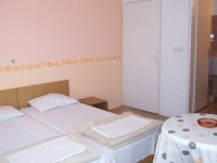 Семеен хотел Шкорпиловци